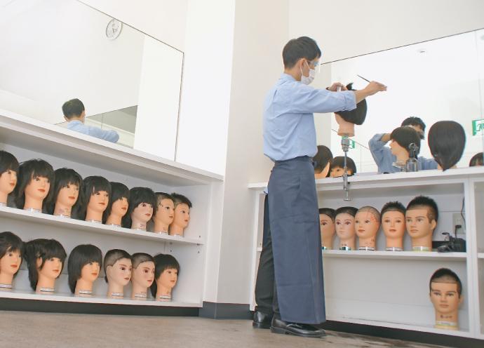 QBハウス、コロナ禍ふまえ美容師の復職支援。カット未経験者用研修センター「ロジスカット サテライト横浜」新設