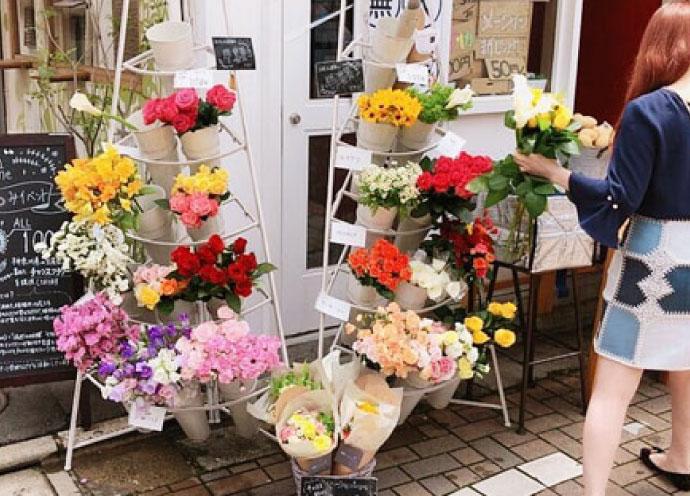 店頭を1本100円のフラワーショップに! 「花つみ」が美容サロン募集